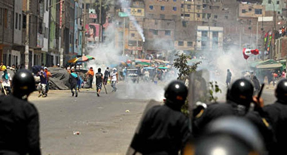 Pérou: une manifestation pacifique a pris fin en émeutes