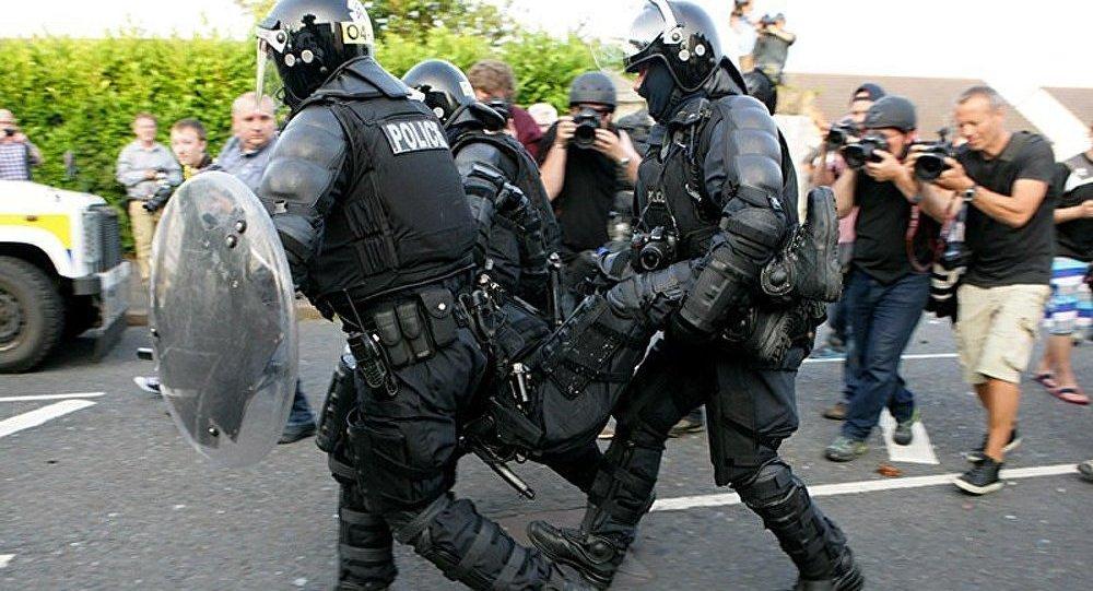 8 policiers blessés dans des heurts à Belfast