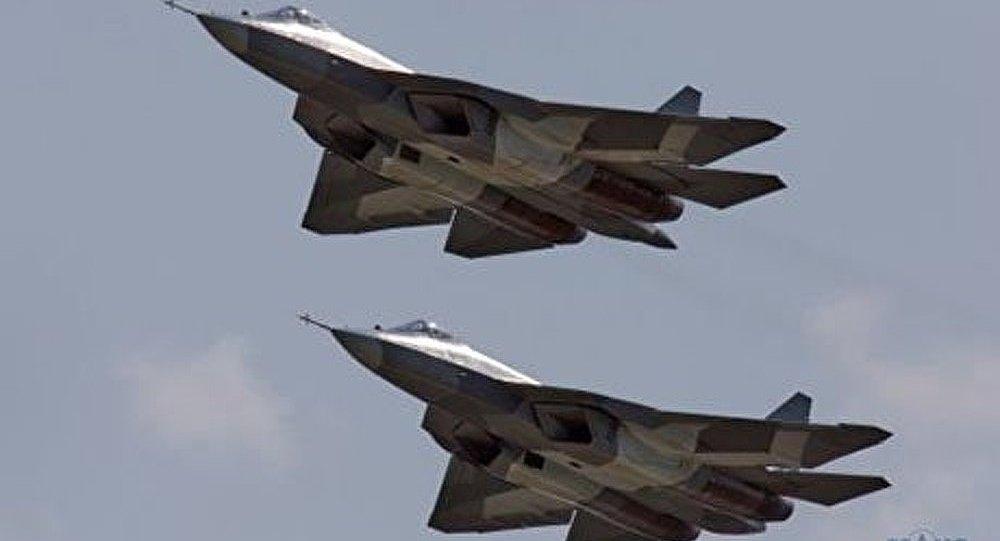 MAKS 2013 : vol de démonstration des chasseurs russes T-50