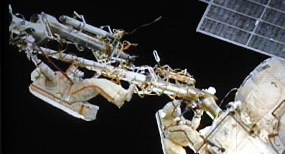 Les cosmonautes russes sont sortis dans l'espace