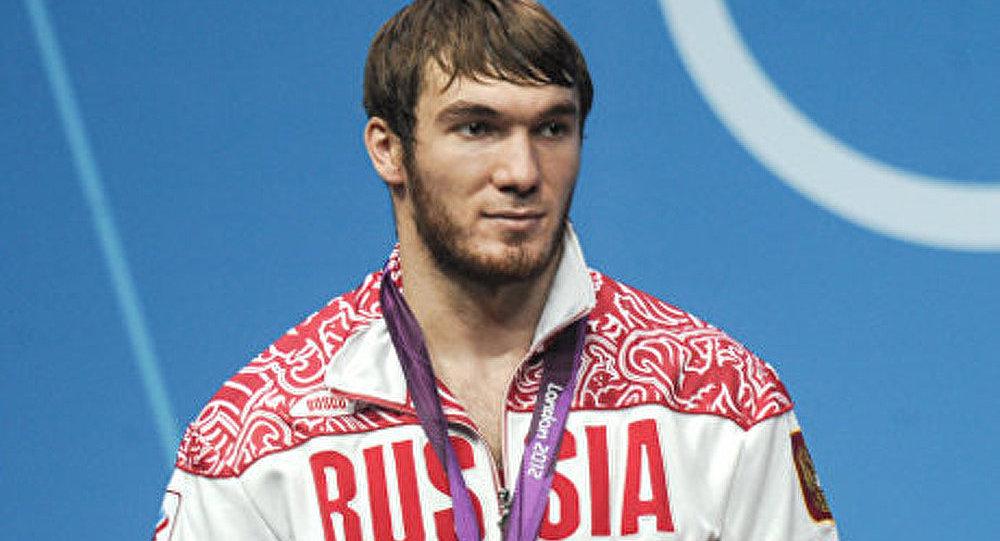 L'haltérophile russe Aoukhadov décroche l'or aux championnats du monde