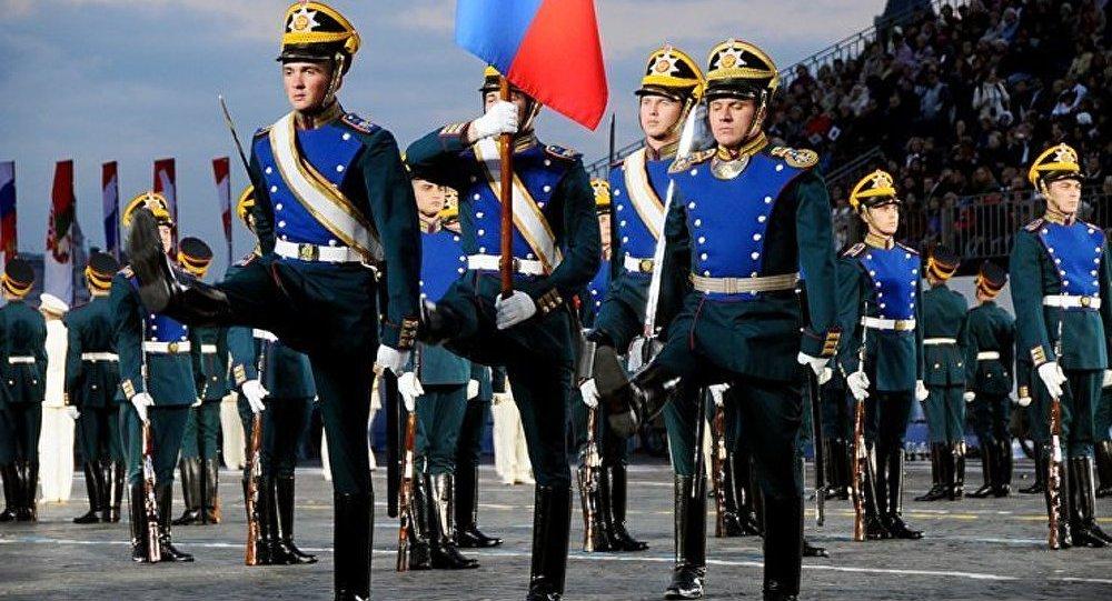 Un régiment présidentiel a défilé sur la place des cathédrales au Kremlin