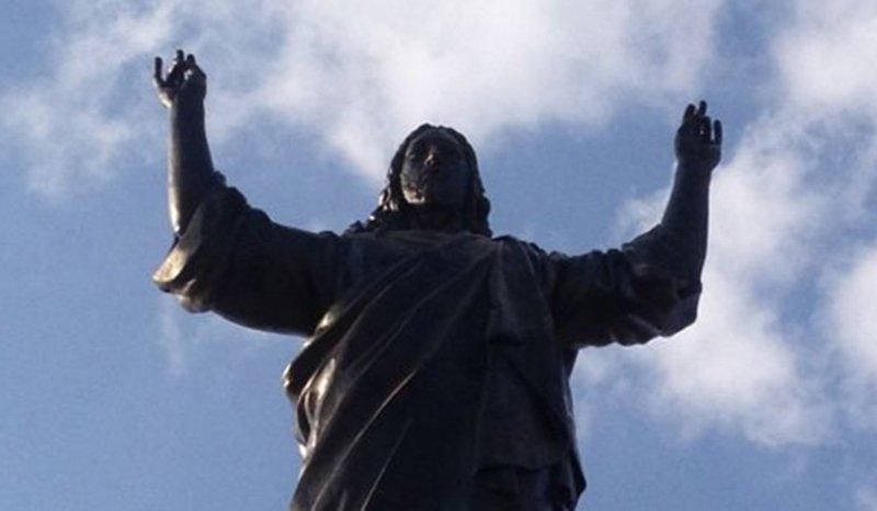 La statue du Christ sur le mont des Chérubins en Syrie