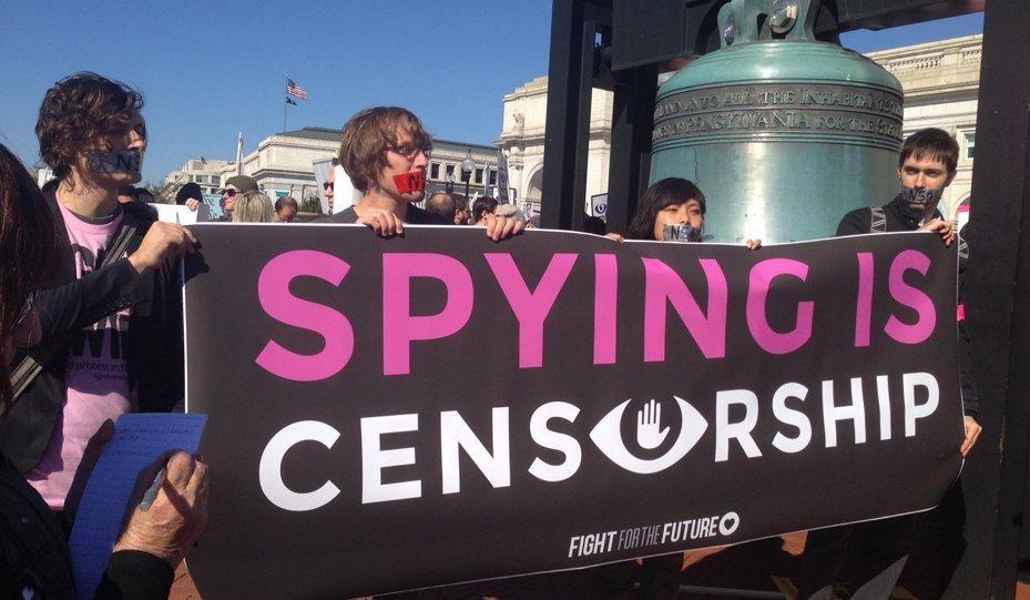 Un rassemblement contre les écoutes téléphoniques a lieu à Washington
