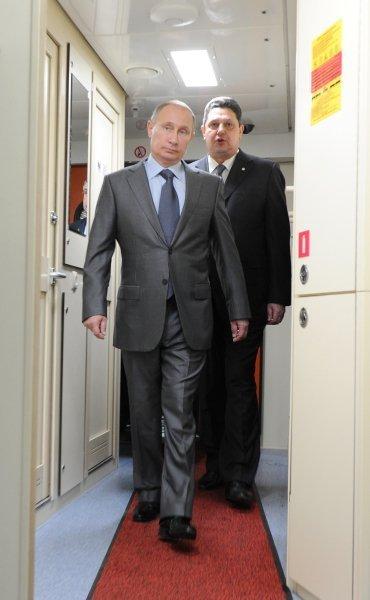 Sur la photo : le président russe Vladimir Poutine lors de son trajet dans le train express Lastotchka (Hirondelle).