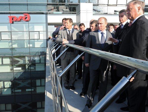 La nouvelle station ferroviaire permettra d'assurer le transit de 15.000 passagers par heure. La gare possède une capacité d'accueil de 2000 passagers. Sur la photo: le président russe Vladimir Poutine lors de l'inspection de la nouvelle gare à Adler.