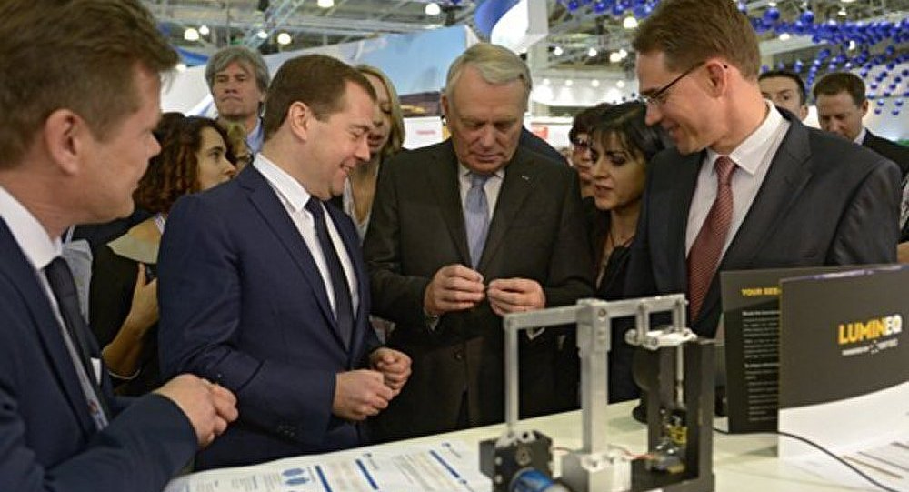 La Russie, « terre propice aux innovations » (Ayrault)
