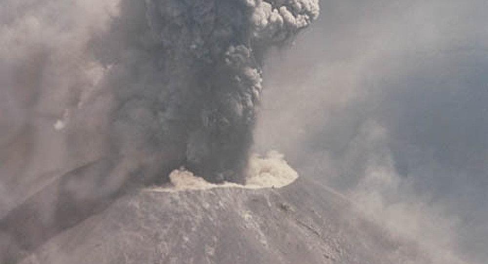 Kamtchatka : à la fois trois volcans en éruption
