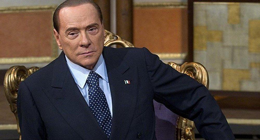 Berlusconi déclare qu'il ne quittera pas l'Italie