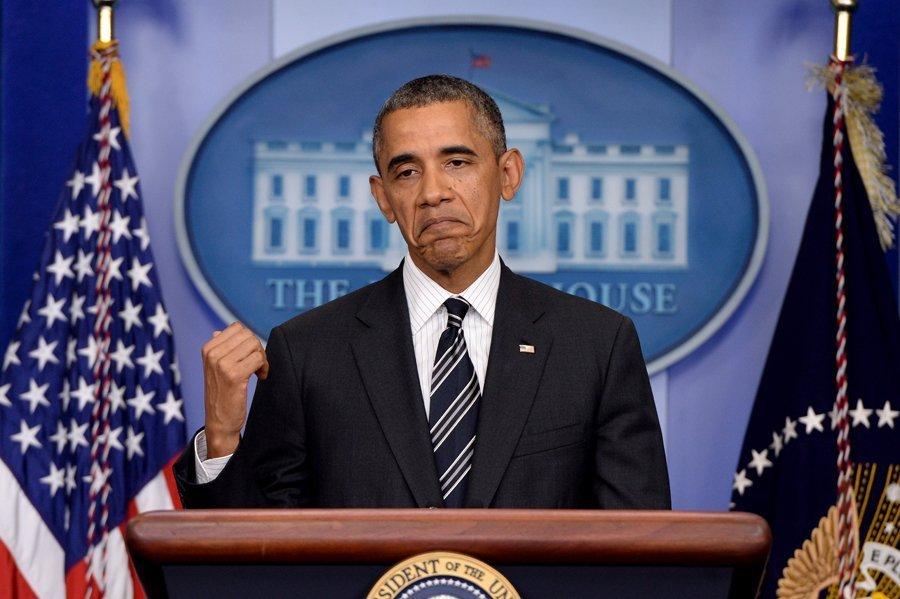 En novembre, cela fera tout juste cinq ans que Barack Obama a été élu pour la première fois président des États-Unis. Alors, en 2008, l'Amérique avait élu son premier président noir, qui était le symbole de changements futurs dans le pays. Lors de sa campagne, le futur président avait promis de relancer l'économie américaine et d'apporter la paix aux peuples. Dans les faits, les cinq ans n'ont pas été sans encombre pour le chef d'État. Une vague d'échecs et de scandales dans les politiques intérieure et extérieure a visiblement sapé l'autorité et l'influence internationale du dirigeant de la superpuissance. Selon les instituts de sondage, en novembre 2013, moins de la moitié de la population américaine soutient l'actuel président. C'est le chiffre le plus bas qu'a connu Barack Obama. Quelles en sont les causes ?