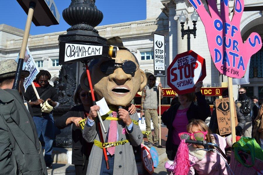 Sur la photo : manifestation contre les activités de la NSA, Washington.