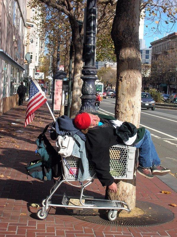 A l'automne 2013, la crise économique mondiale fête également ses cinq ans. Le Bureau des statistiques a publié des données concernant les revenus des citoyens américains. Il y aurait donc plus de personnes vivant sous le seuil de pauvreté et une famille américaine ordinaire gagnerait moins qu'il y a un quart de siècle.