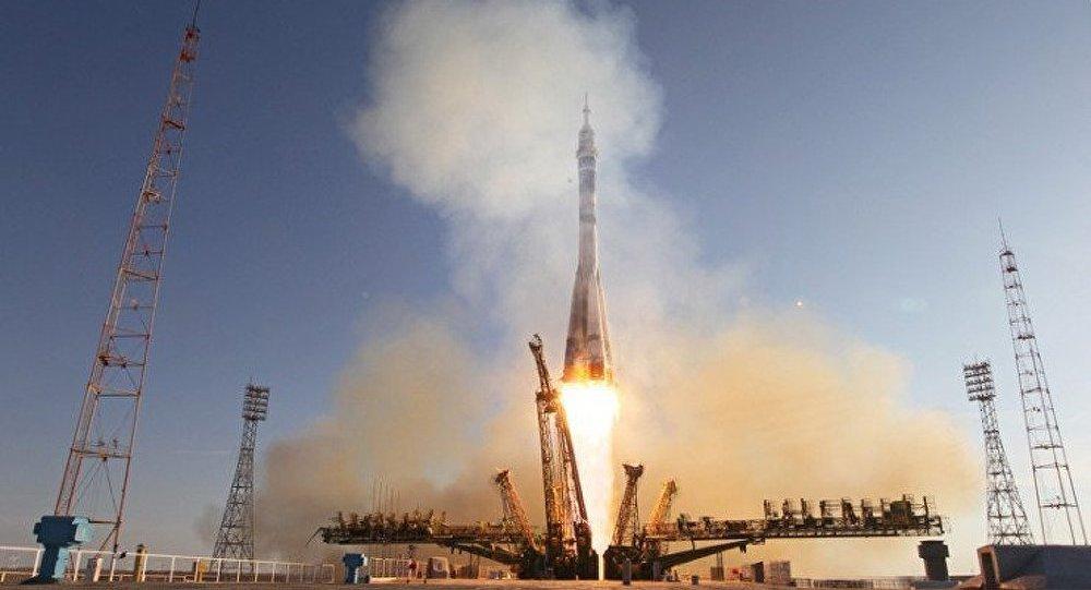 La flamme olympique sur la route de l'ISS