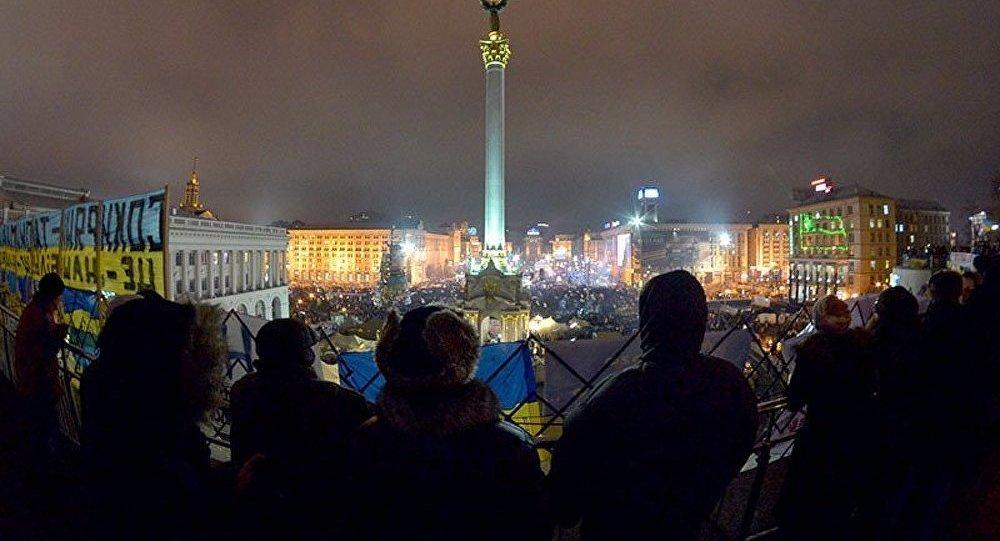 Les manifestants à Kiev commencent à se bagarrer