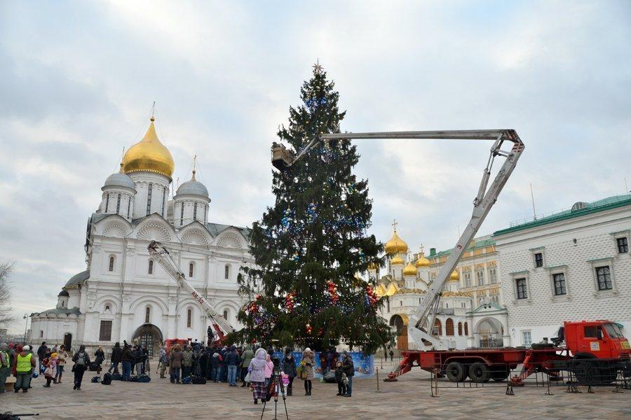l arbre de no l install et d cor au kremlin de moscou sputnik france. Black Bedroom Furniture Sets. Home Design Ideas