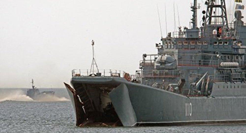 Un navire de guerre russe a mouillé dans un port espagnol