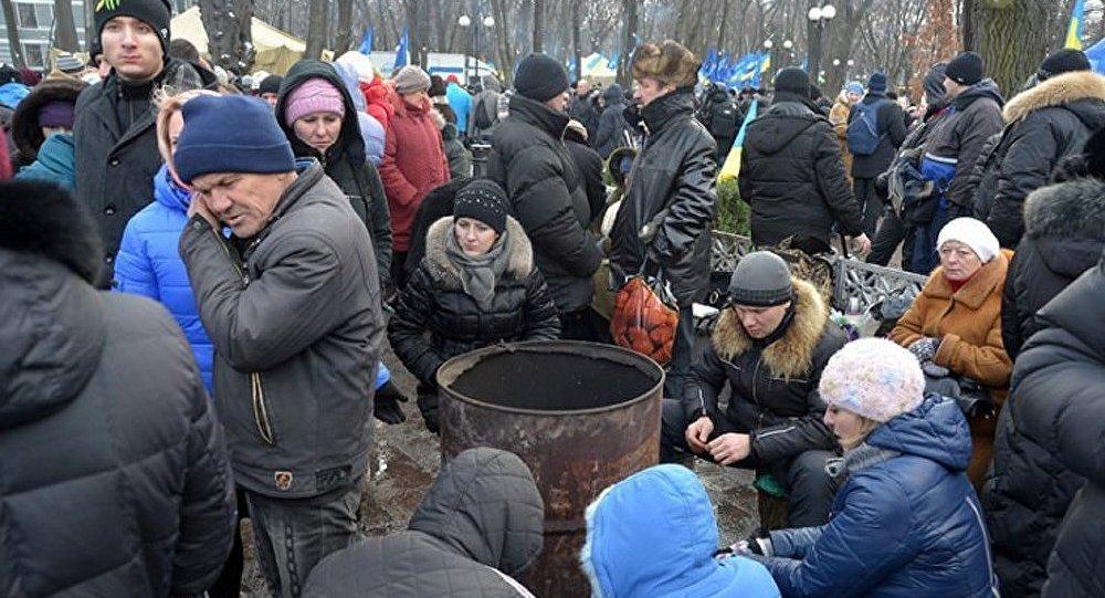Ukraine : un tribunal interdit les manifestations au centre de Kiev