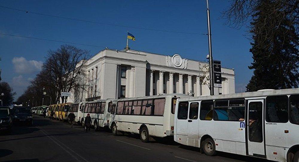 Kiev : le parlement ukrainien a rétabli la Constitution de 2004