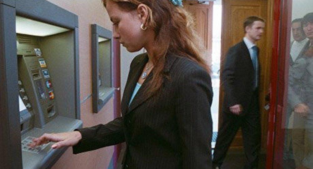 Les banques ukrainiennes limitent les retraits d'espèces aux distributeurs automatiques