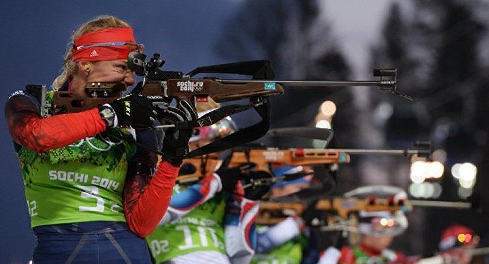 Les biathlètes russes en argent au relais olympique