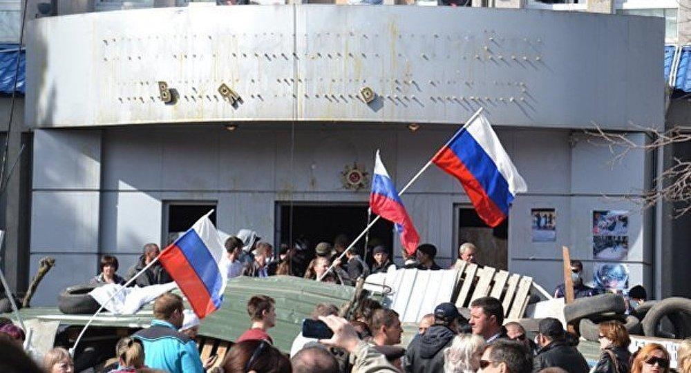 Ukraine : bâtiments de l'administration de Slaviansk sous le contrôle des manifestants pro-fédéralisation