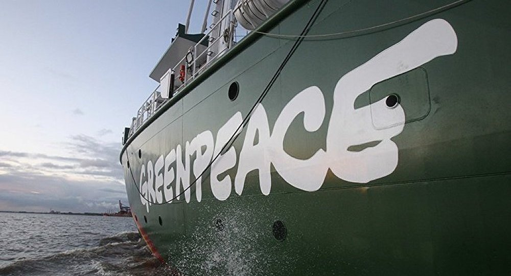Greenpeace bloque un tanker russe à Rotterdam : 30 militants arrêtés