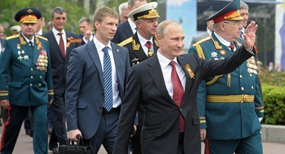 Poutine demande aux autres pays de respecter le droit des peuples à l'autodétermination