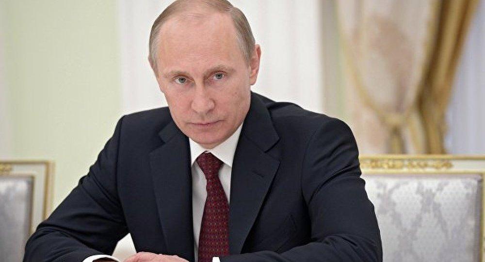 Ukraine : les tentatives de falsifier l'Histoire sont très dangereuses (Poutine)