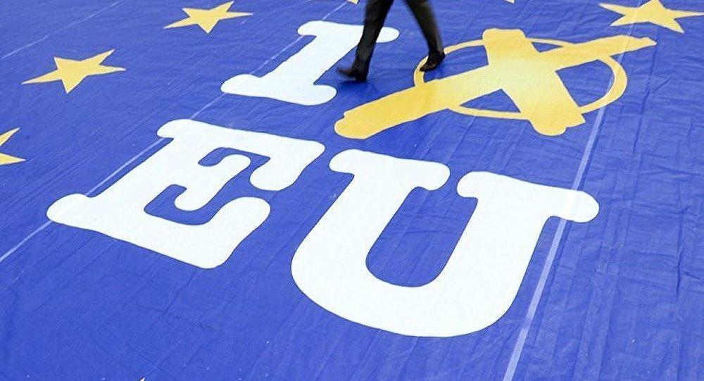 Exclusif ! François Asselineau, UPR, s'exprime sur les Européennes