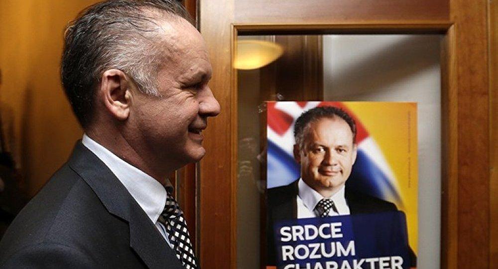 Le président slovaque a donné son salaire à des familles pauvres