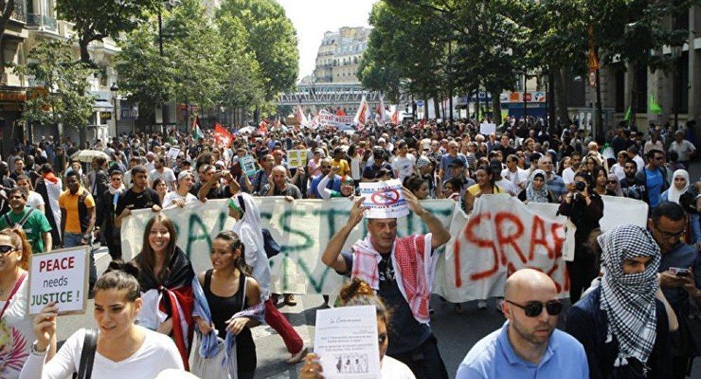 Incidents et interpellations lors d'un rassemblement propalestinien interdit à Paris