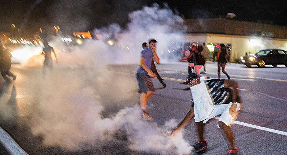 USA : nouvelle nuit de violences à Ferguson