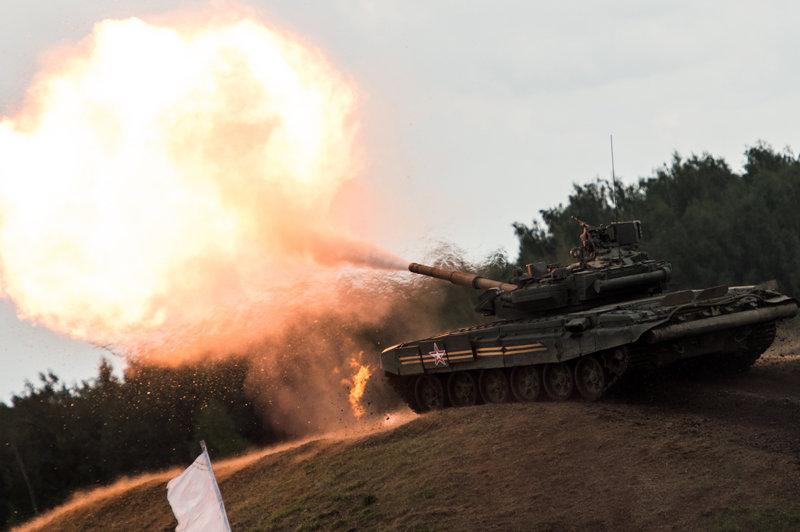 Des chars dansant, des compétitions d'avions et de camions au show à Joukovski
