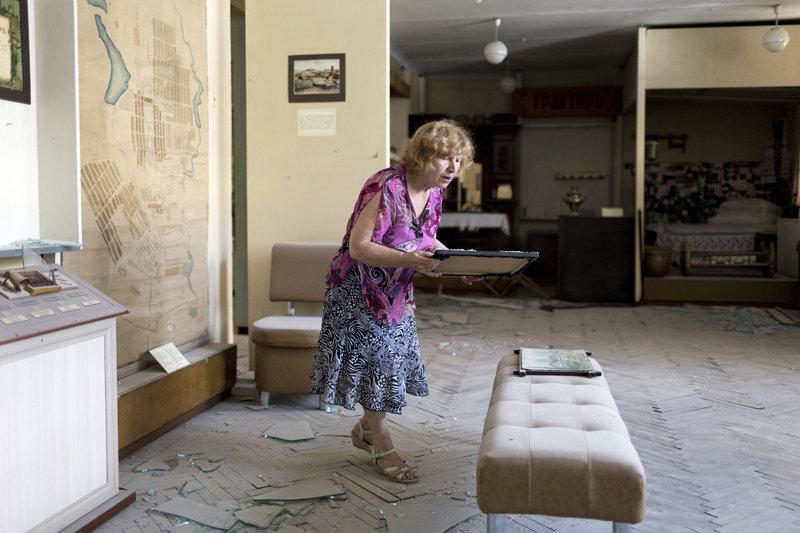 Le fonds du musée possède plus de 120 000 objets exposés, parmi lesquels les collections paléontologique, archéologique, numismatique, ethnographique, ainsi qu'une collection de livres anciens, une collection d'objets religieux de XVIII-XIX siècles, une collection de photographies, des échantillons de production des entreprises, des effets personnels de personnalités célèbres du Donbass et d'autres collections.
