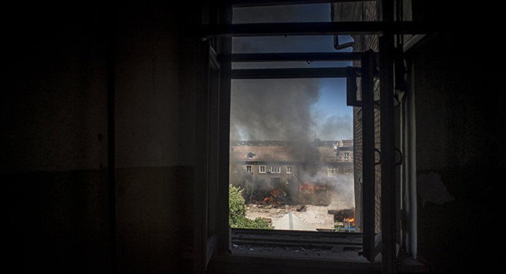 Des centaines de personnes sont victimes des bombardements incessants de Lougansk (RPL)