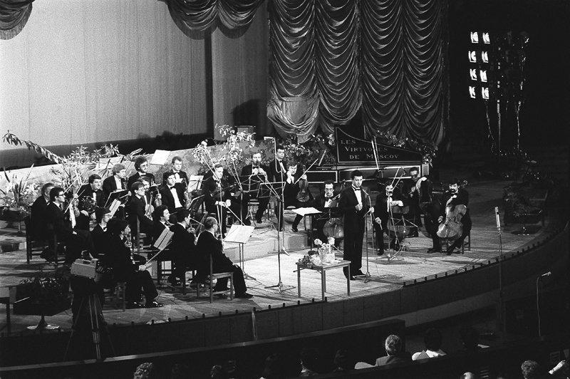 Vladimir Spivakov est fondateur, chef d'orchestre, soliste et directeur artistique permanent des « Virtuoses de Moscou ». Dès son origine et sa participation aux festivals internationaux, l'orchestre est reconnu par tout le monde.