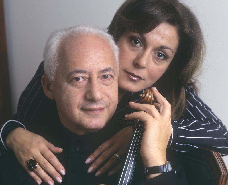 Depuis 1984, Vladimir Spivakov est marié à Sati Spivakova, diplômée de l'Académie russe des arts du théâtre (RATI) et qui travaille maintenant comme présentatrice de télévision. Vladimir a trois filles (Catherine, Tatiana et Anna), et un fils, Alexandre, né d'un premier mariage.