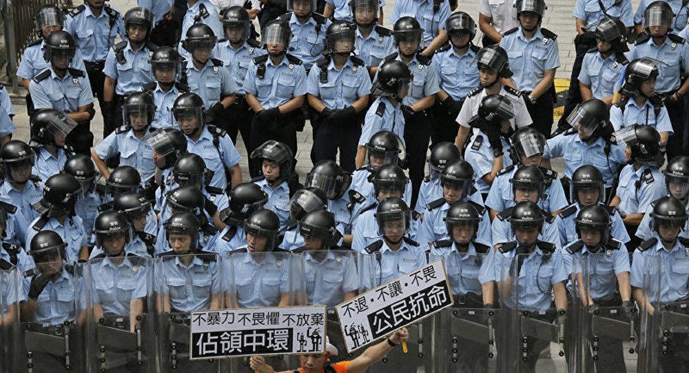 Hong Kong : la police et les manifestants s'affrontent