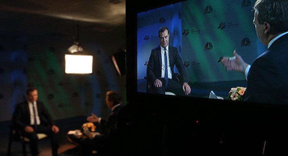 «Menace russe»: les déclarations d'Obama sont une «aberration» (Medvedev)