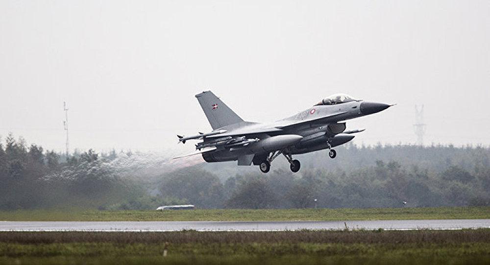 Des chasseurs danois décollent à cause d'un avion russe