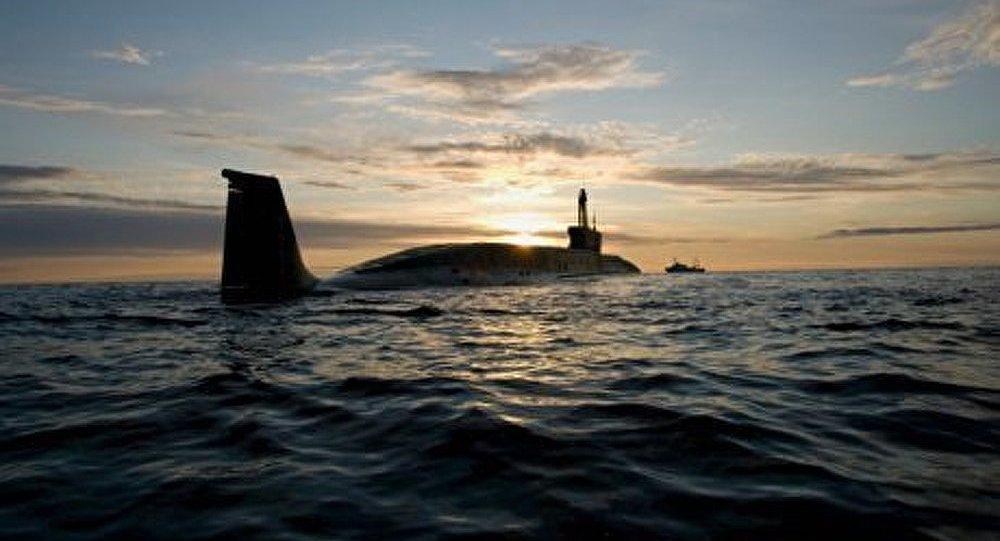 Le sous-marin nucléaire Iouri Dolgorouki effectue un lancement d'un missile Boulava