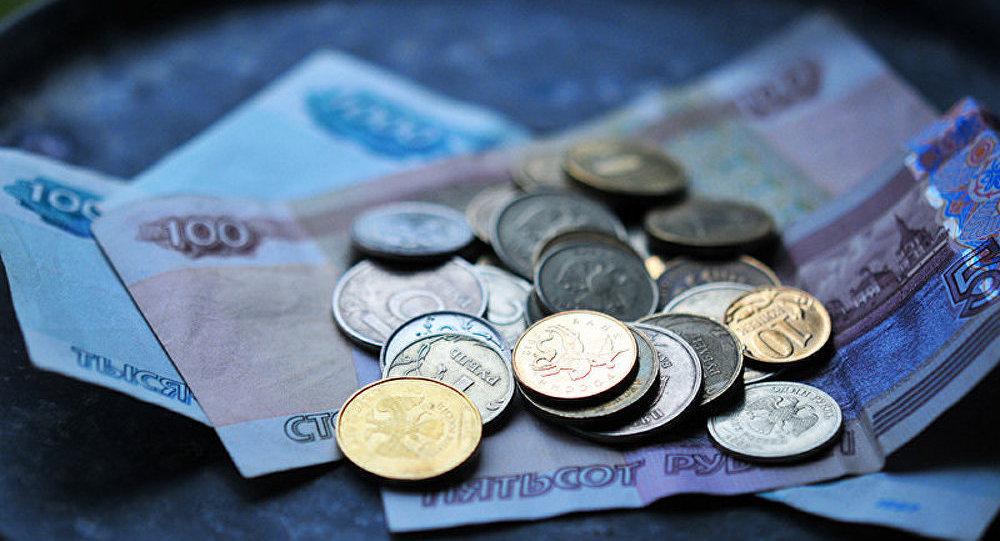 Le rouble s'affaiblit, mais ce n'est pas dramatique (Interview)