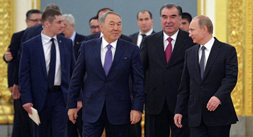 Russie: les dirigeants de l'OTSC en visite au Centre de commandement intégré