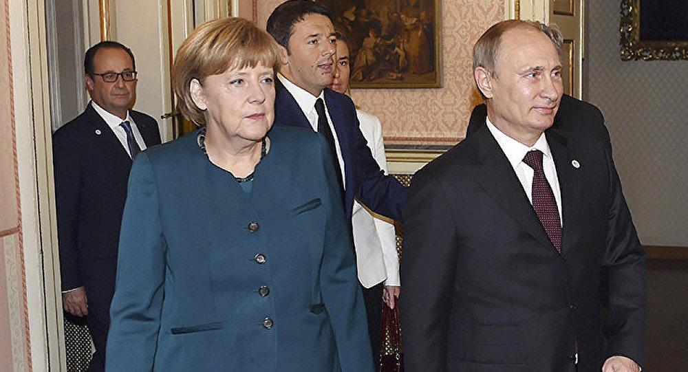 Ukraine : Poutine et Merkel réaffirment leur soutien au processus de paix