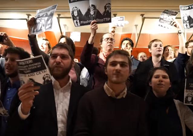 Un flashmob contre le TTIP