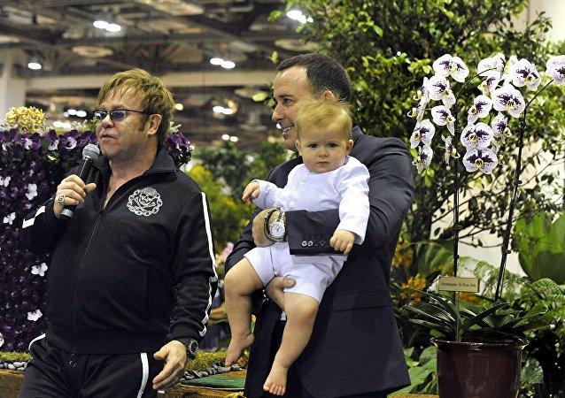 Elton John, David Furnish et Zachary Jackson Levon Furnish-John