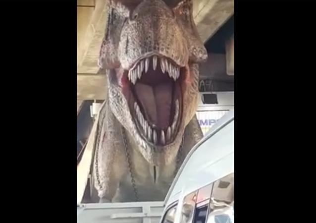 Un tyrannosaure dans les rues de Bangkok