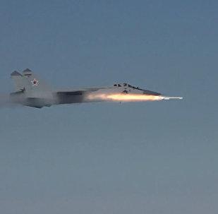 Les intercepteurs MiG-31 ont éliminé « l'ennemi » à une distance de 40 km