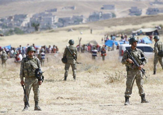 Militaires turcs à la frontière