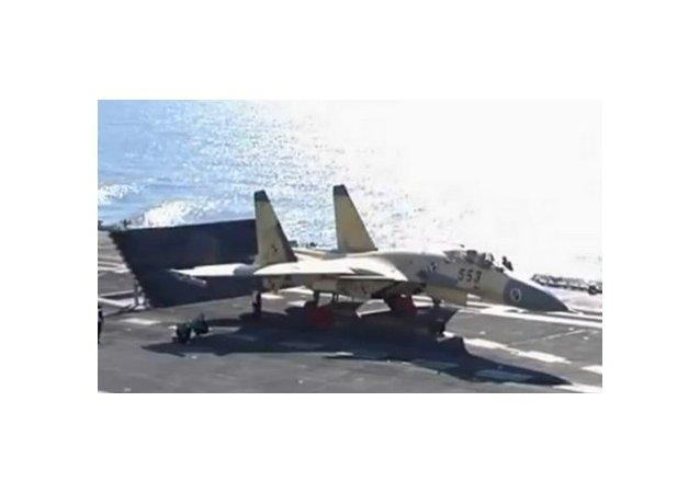 Le chasseur J-15 a atterri sur le porte-avion Liaoning